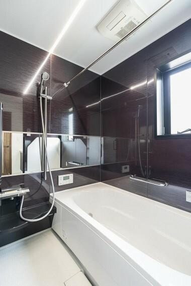 浴室 暖房や乾燥機能が備わり、掃除に手間が少なく衣類の乾燥もしてくれ、大活躍の設備です!