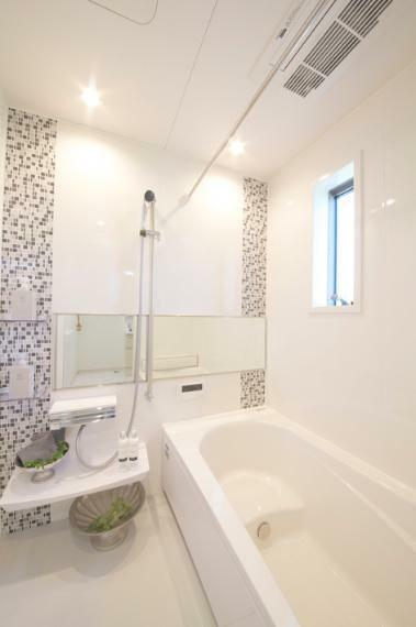浴室 No.1 浴室写真 一日の疲れを癒してくれるバスルーム。(浴室暖房乾燥機標準装備)