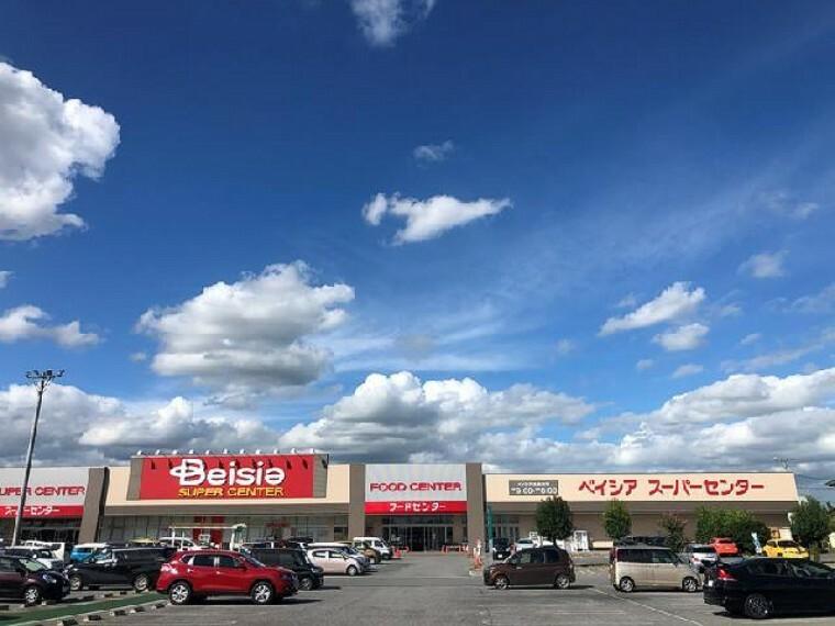 ベイシア・・・9:00~20:00まで営業。クリーニング店、ヘアーサロンの店が併設されています。スーパーでは、QR決済もできます。