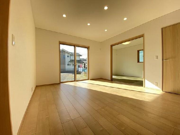 栃木市大平町下皆川D号棟 リビング・・・家族の集まるリビングは17帖。ダイニングテーブルを置いてもゆとりがあります。