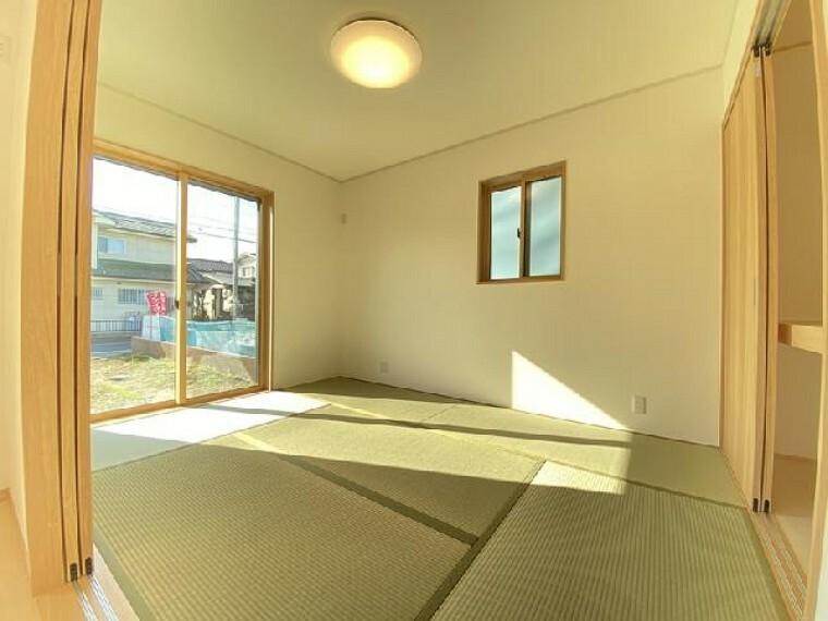 栃木市大平町下皆川D号棟 和室・・・段差のない和室はつまづくことも少なく、またリビングとの一体感と広さを感じさせます。