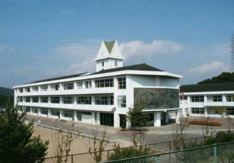 中学校 南吉成中学校まで徒歩8分