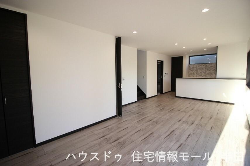 居間・リビング 家具を設置してもゆとりの18.6帖LDKは家族団らんにふさわしい空間です