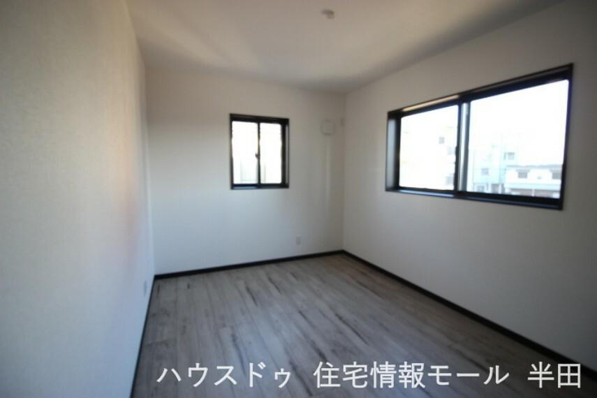 洋室 6.5帖洋室 東に窓のあるお部屋です。朝起きたらカーテンを開けて体内時計をリセット