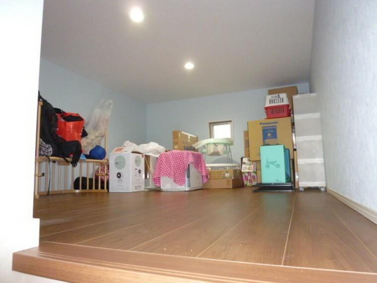 収納 3階部分は収納庫になっています。広い為、たくさん収納できます。ハシゴではなく、階段で登る為、安全です。