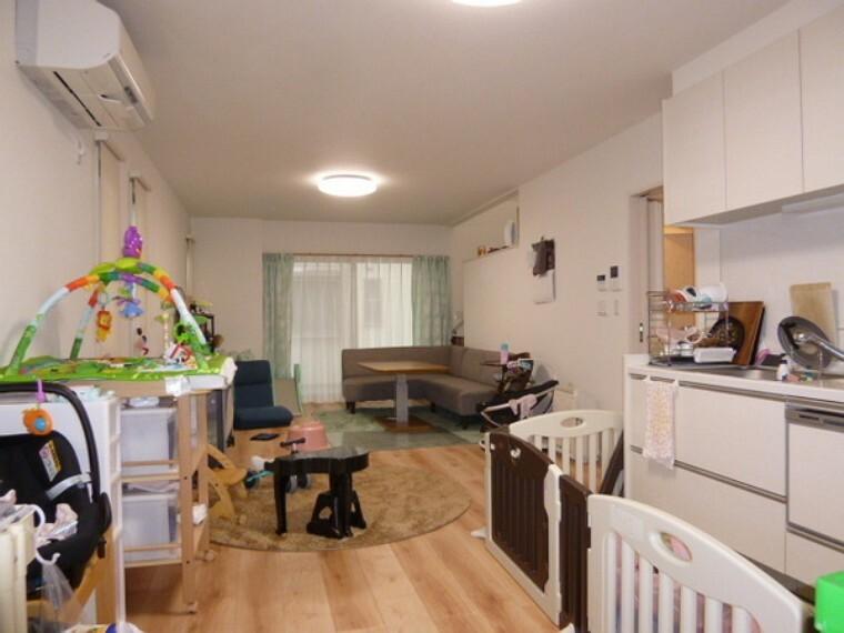 キッチン 21帖の広いリビング。
