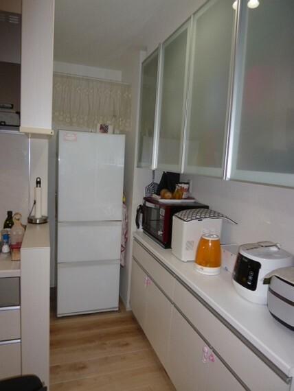 玄関 キッチン横の収納。冷蔵庫はジャストサイズでご希望であれば差し上げます。