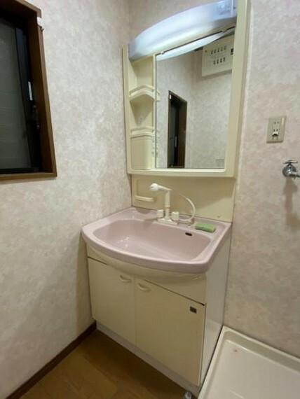 洗面化粧台 サイド収納がある洗面台は使い勝手が良いですよね!
