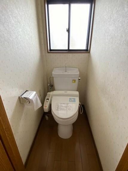 トイレ ホワイトのトイレは清潔感があって気持ちいいですね!