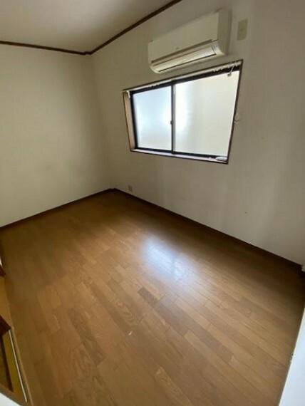 洋室 洋室4.5帖:シンプルなお部屋は自由度が高いので家具やレイアウトでお好みの空間をつくってください!
