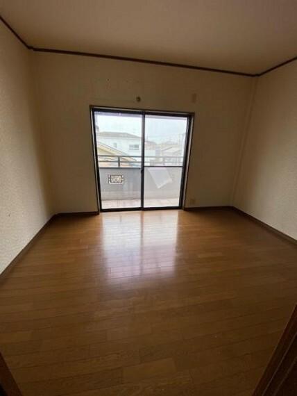 寝室 洋室6帖:カスタマイズしていただきやすい「シンプル」なデザインの室内!