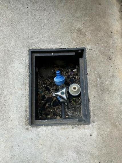 現況写真 駐車スペースには水栓もあるのでなにかと便利!