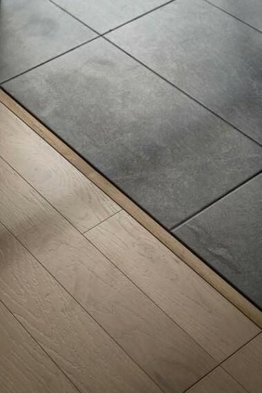 床の素材を変えることにより、お部屋に境目が生まれます。2020.4月