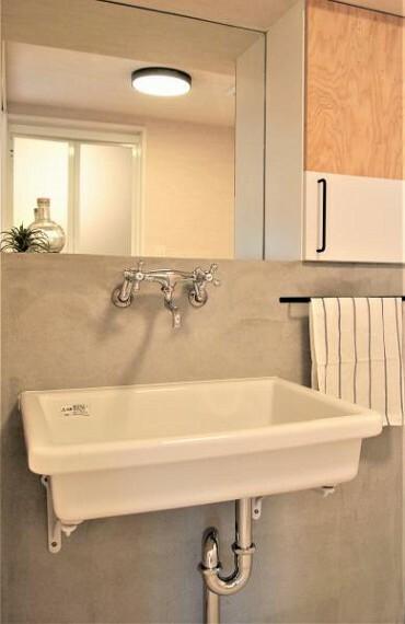 ~洗面台プラン例~洗面化粧台設置、モルタル壁、ミラー(同一タイプ)工事費40万円(価格に含みません)