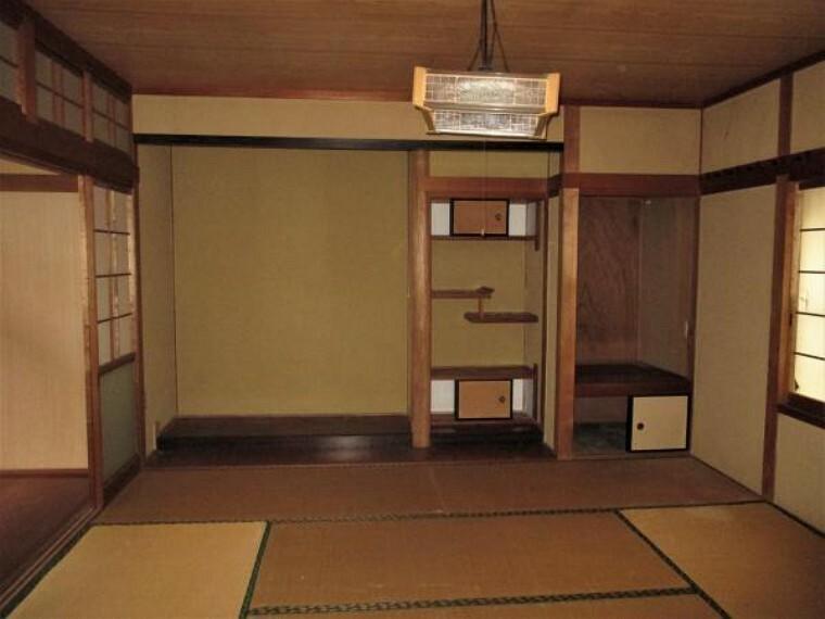 【リフォーム前】南西側8帖の和室、床の間、仏間、広縁も含め14帖のスペースを約6帖の洋間2部屋に間取り変更します。お子様のお部屋に使用してもいいですね。