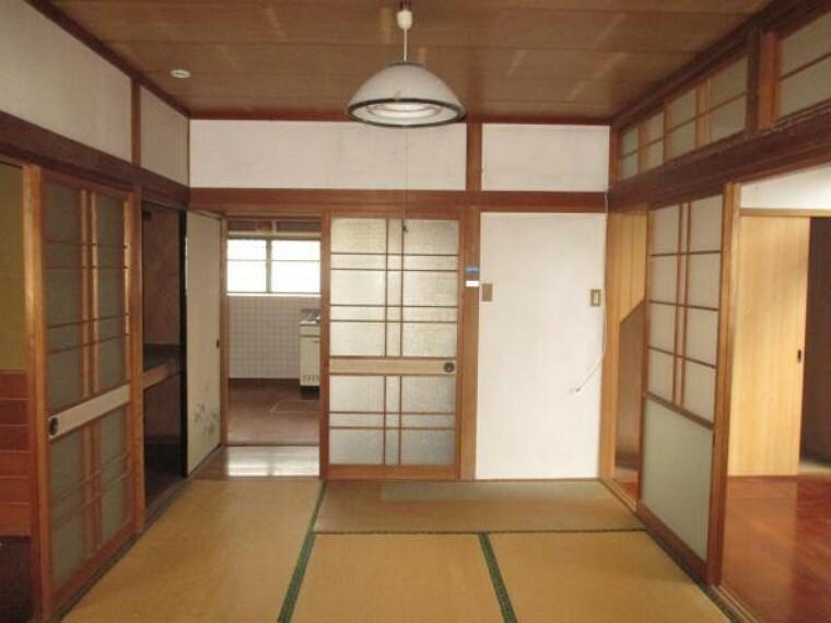【リフォーム前】6帖和室とDK和つなげ22帖のLDKへ変更します。広々快適な空間になります。