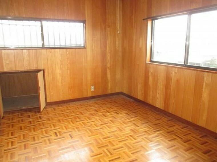 【リフォーム前】2階6帖の洋室です。フローリング、クロスの張替えを行います。
