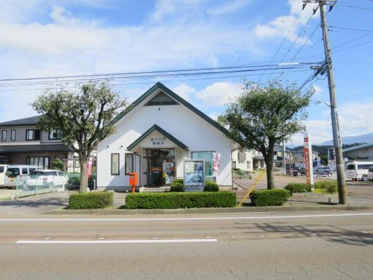 郵便局 五十公野郵便局まで1100m(徒歩14分)徒歩15分以内に寄れる距離にあります。ちょっと寄れる距離に郵便局があるとお仕事帰りに荷物の受取りなども便利ですね。