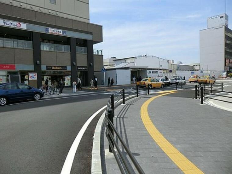 JR鶴見駅からバス便16分 「三ッ池公園北門」バス停徒歩6分(約4000m)