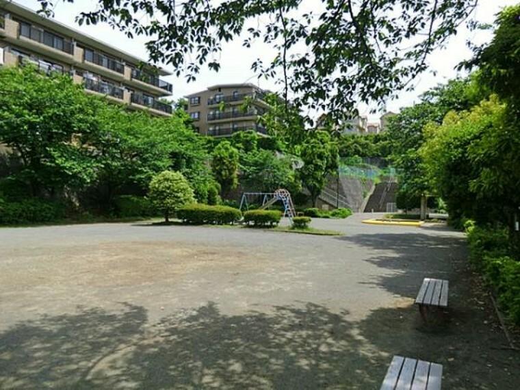 公園 八千代田公園 約670m