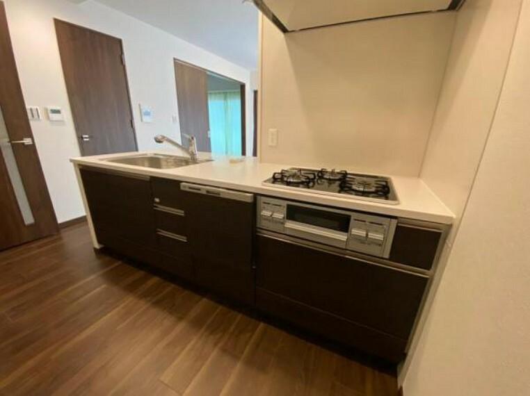 キッチン 食洗機付きのシステムキッチンでお洗い物も楽々