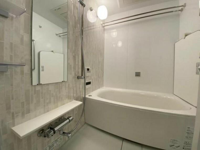 浴室 ゆったりしたサイズのバスルームで1日の疲れを癒せますね