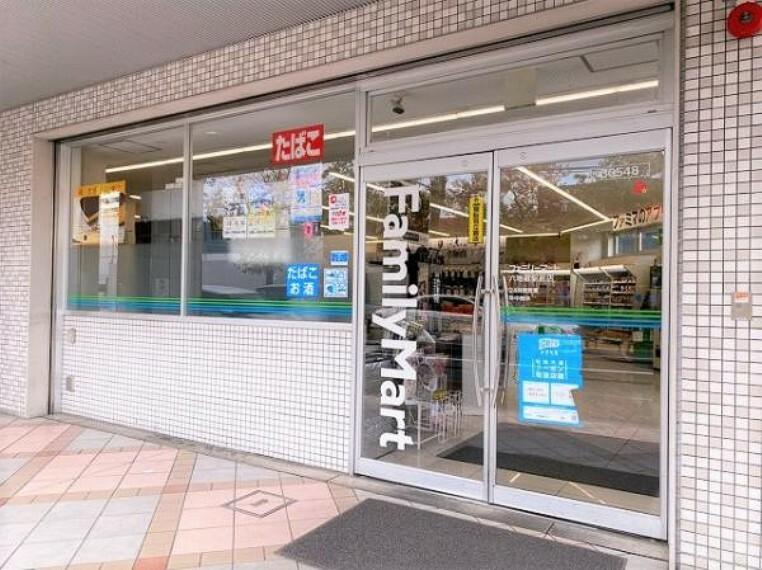 コンビニ ファミリーマート 六地蔵駅前店