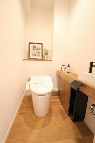 トイレ 手洗い場付きで衛生的なウォシュレット付きトイレ!