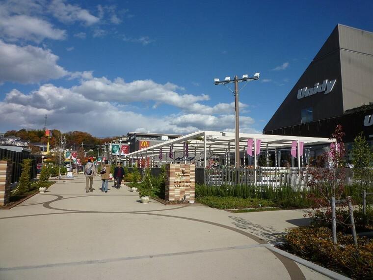 ショッピングセンター あざみ野ガーデンズ(●レストランやスポーツ関連のお店が集うあざみ野ガーデンズ。子連れに大人気のレストランもございます。また、隣接エリアが新駅予定地となっており、さらなる発展が期待できそうです。(ブルーライン)●)
