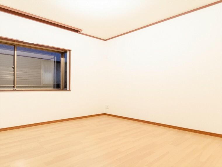 洋室 家族一人ひとりの大切なプライベート空間。趣味・感性で個性的に飾って頂けるようシンプルに仕上げてあります。