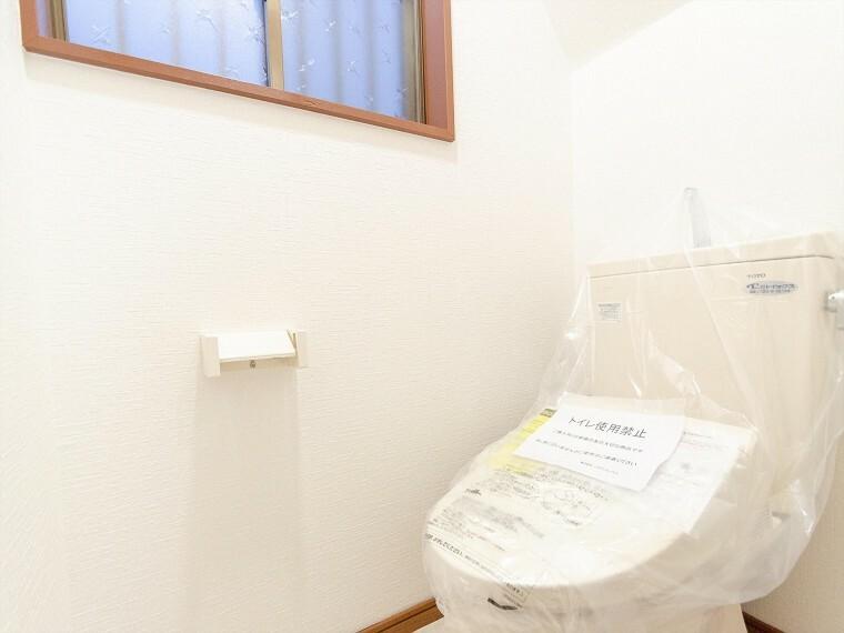 トイレ トイレはシンプルにホワイトで統一。