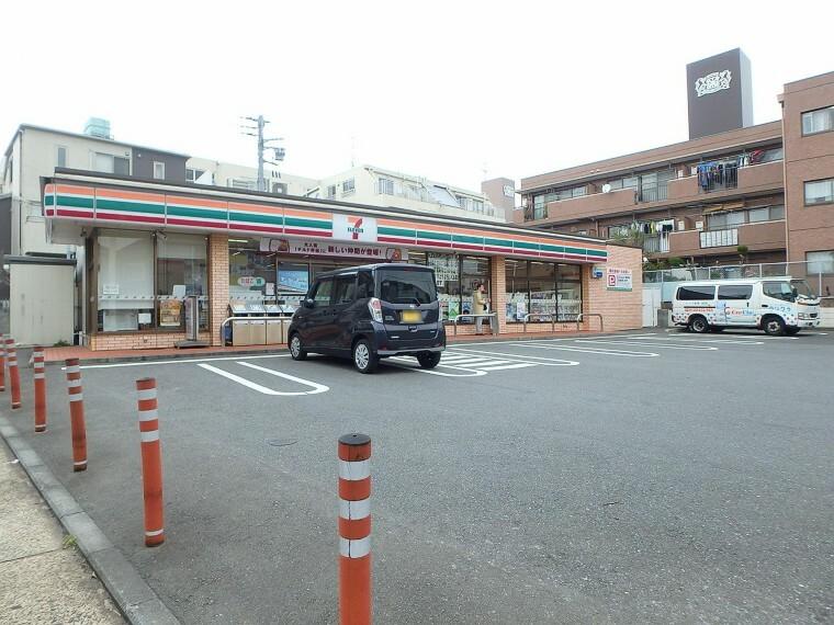コンビニ セブンイレブン横浜狩場町店(24時間営業ですので、急な買い物に便利です。駐車場もあります。)
