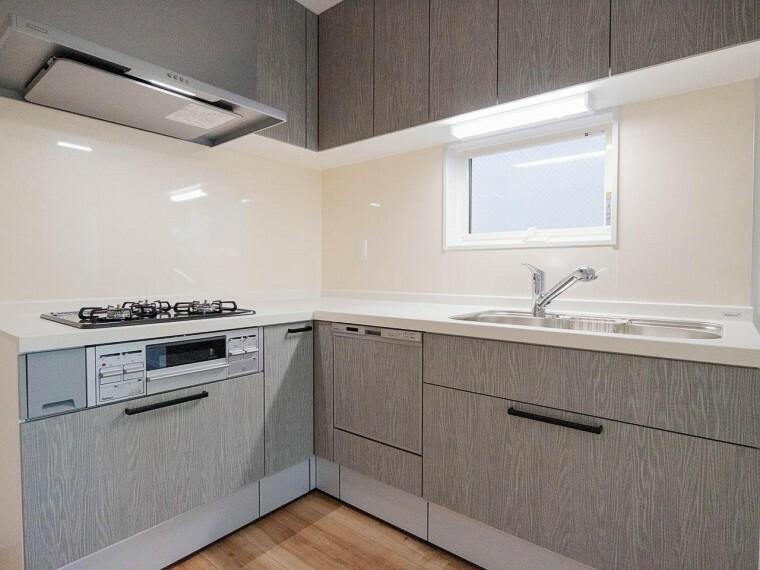 キッチン ご家族みんなで調理ができる位のスペースを実現したキッチン空間となっております。