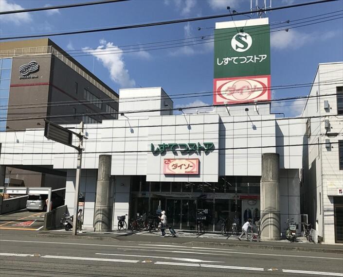 スーパー しずてつストア草薙店 1000m(徒歩13分)営業時間9:30~21:00 1階スーパーで2階は100円ショップダイソーがあります。(営業時間10:00~21:00)
