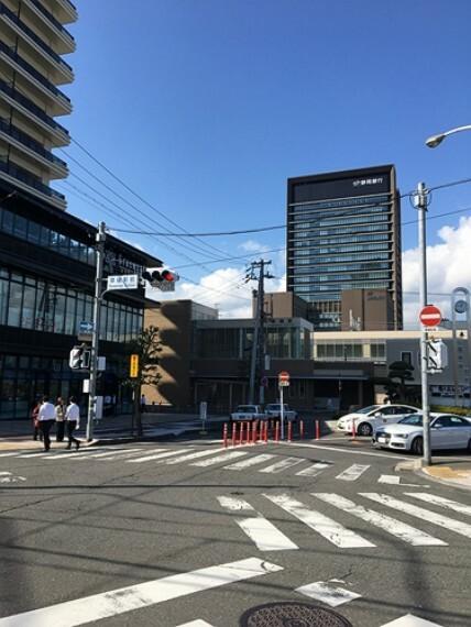 JR「草薙」駅 1100m(徒歩14分) JR「静岡」駅まで乗車約7分、JR「清水」駅まで乗車約4分と通勤にも便利です。