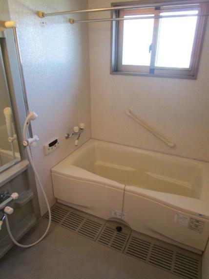 浴室 人気の窓・浴室換気乾燥機付!・追炊機能故障中!
