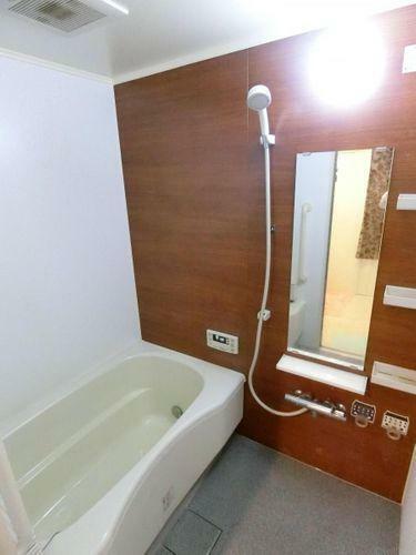 浴室 追い炊き機能付きの浴室です。 一日の疲れを癒すことのできる空間となっております。