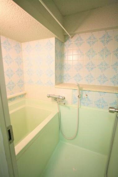 浴室 レトロなタイルが特徴的なバスルーム。水廻りの新設・交換も可能です。2020.11月