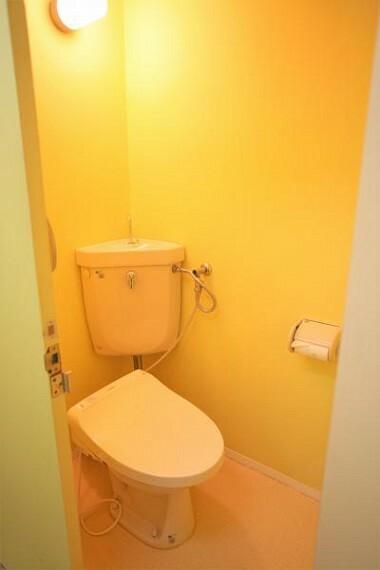 トイレ 壁紙の貼替や収納棚の造設など、一部リフォームもお任せください。2020.11月