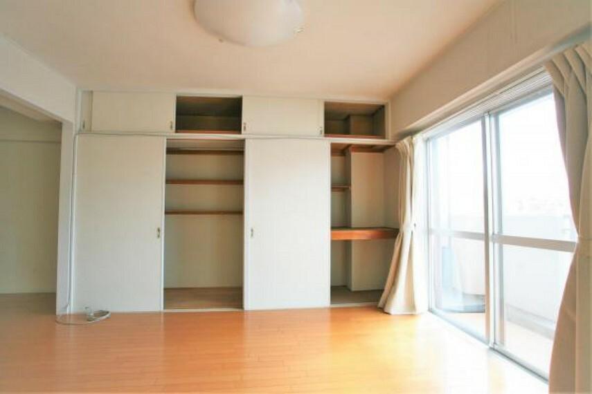 収納 リビングには大容量の収納付き。新しく家具を買う必要もなく、すっきりとした暮らしができます。2020.11月