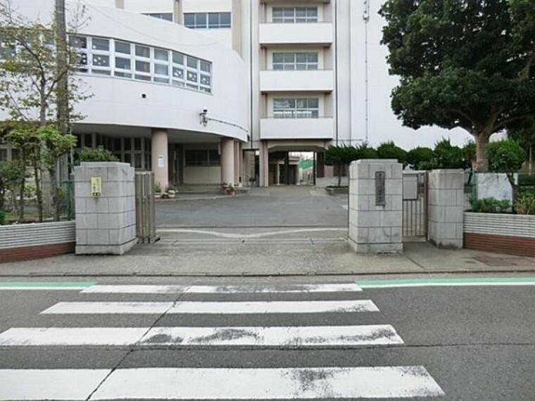 中学校 横浜市立六浦中学校 約920m