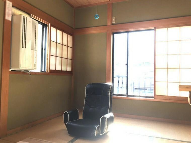2階6畳のおくつろげる和室 光も風もたっぷり入ります