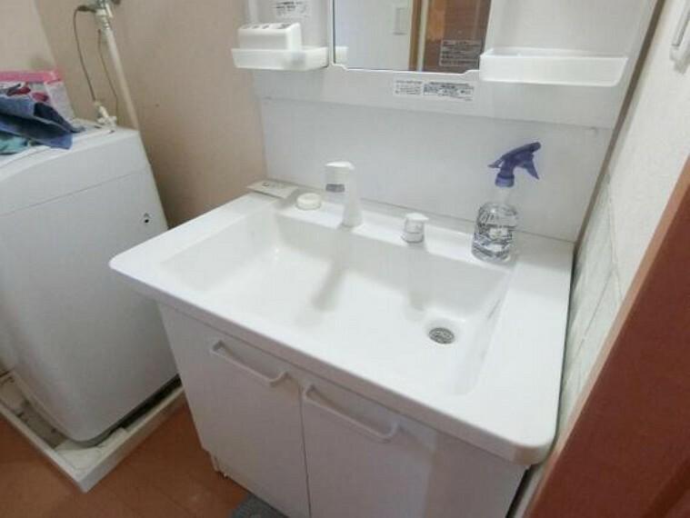 洗面化粧台 広く使いやすい洗面ボウルはお手入れも楽ちんです。