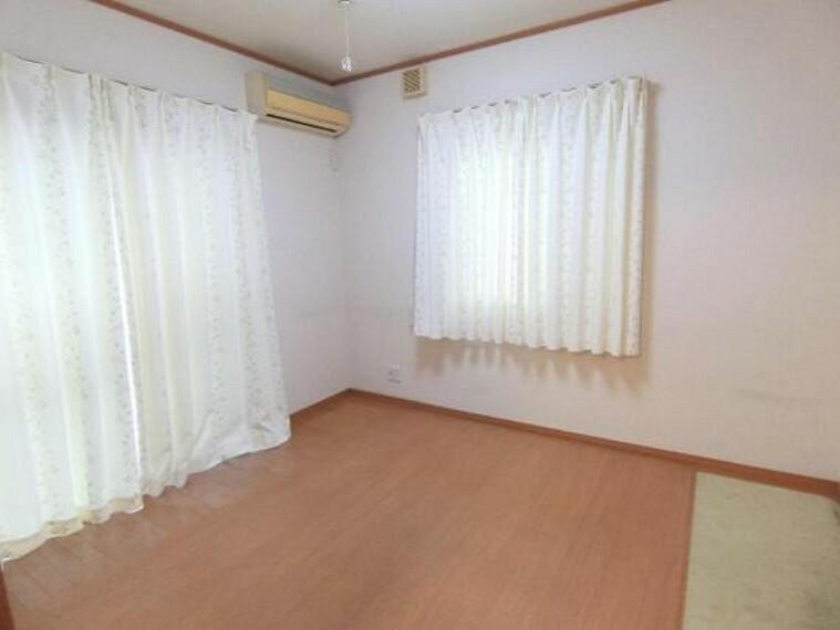専用部・室内写真 全室2面採光ですので、明るく快適にお過ごし頂けますよ。