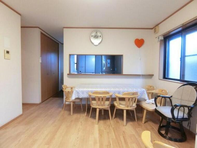 居間・リビング LDKは約14帖と、ご家族皆様が快適にお過ごし頂けます。