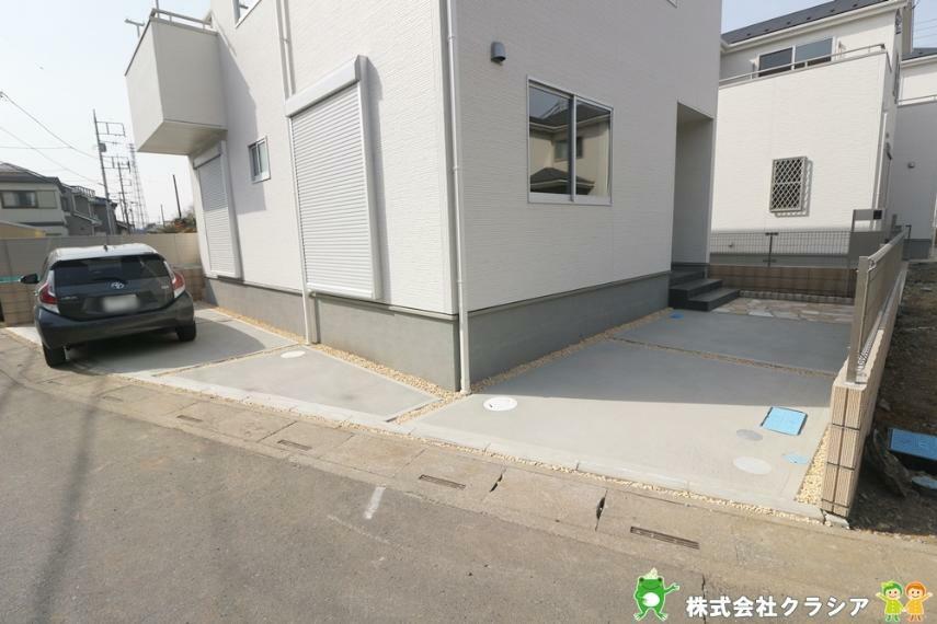 駐車場 駐車スペースは2台可能です。両親や友人が車で遊びにきても安心の広さです(2021年3月撮影)