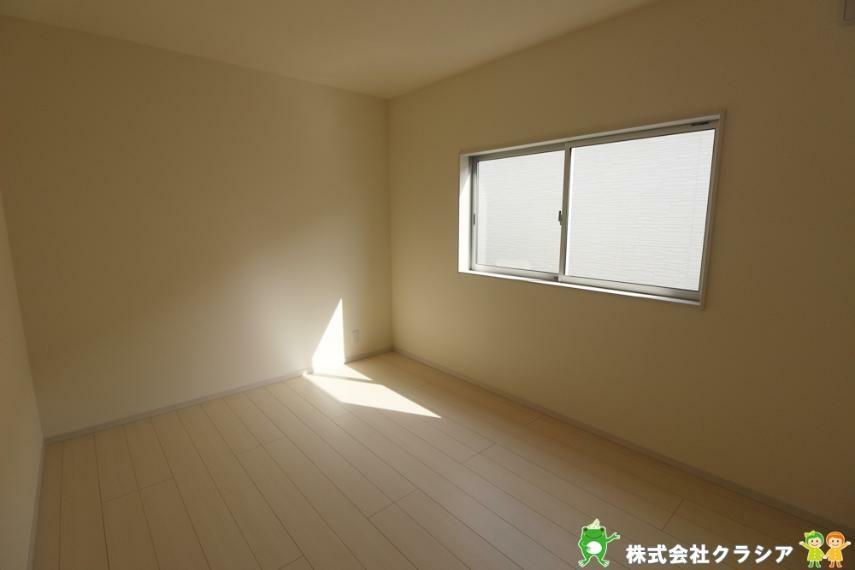 子供部屋 プライベートなお部屋でゆっくりと過ごしたいですね。陽光がお部屋をリラックスできる空間にしてくれます(2021年3月撮影)