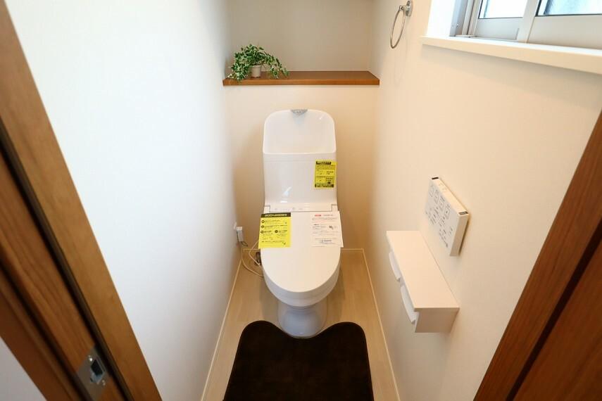 トイレ トイレ  1階と2階にトイレがあります  2階にトイレがあると夜間に階段をおりずに済むのがいいですね