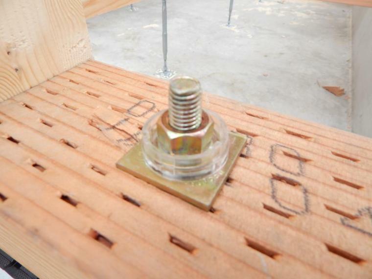 構造・工法・仕様 耐震座金を使用することで羽子板などの金物を止めているボルトが緩みにくくなります。