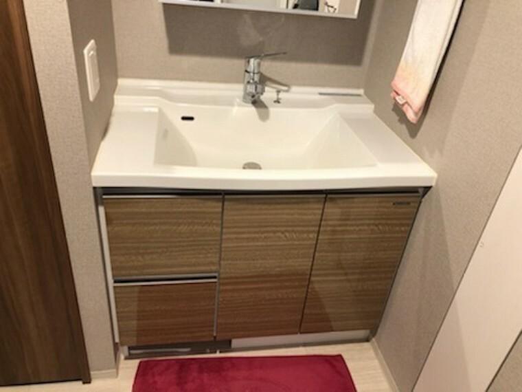 洗面化粧台 使い勝手の良い洗面室です。